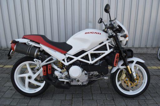 Motorrad mit Trockeneis gereinigt